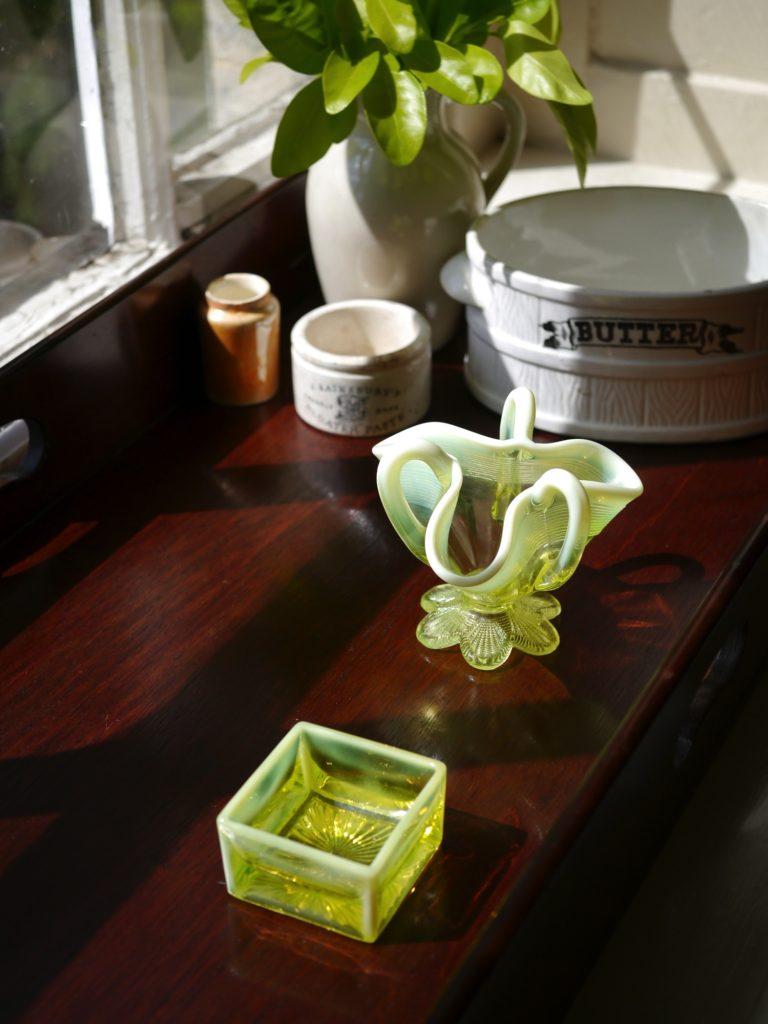 アンティーク  ウランガラス ソルトディッシュ 花瓶