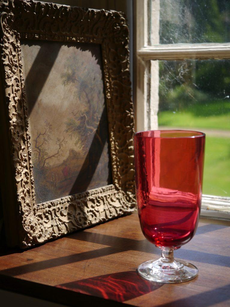クランベリー色のセロリグラス (19世紀)